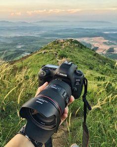 Best Camera For Photography, Photography Camera, Creative Photography, Photography Tips, Camara Reflex Nikon, Camara Canon Eos, Camera Crafts, Camera Wallpaper, Instax Mini Camera