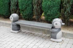 Aww! I'd like to sit on a penguin bench!