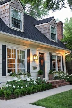 Looks Of A House 50 Wonderful Cottage House Exterior Design Ideas .- Aussehen Eines Hauses 50 wunderbare Cottage House Exterior Design-Ideen … Appearance Of A Home 50 Wonderful Cottage House … - Cottage House Plans, Cottage House Exteriors, Small Cottage Homes, Cottage Style Homes, Garden Cottage, Cottage Living, House Landscape, Landscape Design, Garden Design