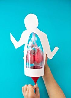 This clever lung anatomy in a bottle for kids activity is a great way to teach children how lungs work in a visual way. Great STEM biology science project for kids Science Projects For Kids, Science Crafts, Science Activities For Kids, Cool Science Experiments, Preschool Science, Lessons For Kids, Stem Activities, Science Lessons, Biology Projects