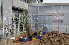 ガーデニング初心者さん必見! 初めての本格的な「バラの花壇」づくり[完全保存版] | GardenStory (ガーデンストーリー) Garden, Flowers, Home Decor, Products, Garten, Decoration Home, Room Decor, Lawn And Garden, Gardens
