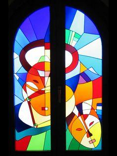 Vidriera en Bodegas Casa Juan Laguardia. Motivos africanos.