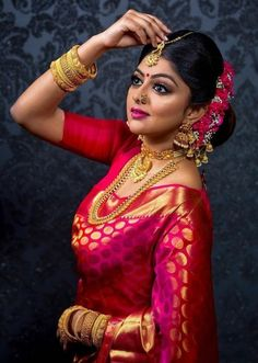 Fulfill a Wedding Tradition with Estate Bridal Jewelry Indian Bridal Photos, Indian Bridal Makeup, Indian Wedding Jewelry, Indian Bridal Wear, Bridal Jewelry, Gold Jewelry, Bridal Bangles, Bridal Beauty, Bridal Silk Saree