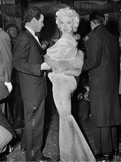 "Marilyn Monroe at the Astor Theatre for the benefit premiere of ""East of Eden."" Marilyn served as an usherette. The proceeds went to the Actors' Studio. Date- March 1955 LOOK AT THAT BOOTY! Hollywood Glamour, Classic Hollywood, Old Hollywood, Divas, Marilyn Monroe Fotos, Marylin Monroe Body, East Of Eden, Jean Michel Basquiat, Catherine Deneuve"