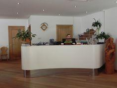 Ad accogliervi, in reception, bei volti sorridenti e  professionalità.