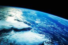 pessoas ainda são movidas pelo conceito de Salvar o Planeta. Os slogans Save the Earth e Save the Planet marcaram a grande massificação do movimento ambientalista no final dos anos 90, mas hoje são conceitos completamente ultrapassados.  Não é o planeta que devemos salvar, somos nós, os humanos. A espécie humana é que está em perigo.  A sobrevivência do planeta Terra independe da sobrevivência da raça humana.