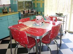 217 vintage dinette sets in reader kitchens - Retro Renovation Kitchen Tables For Sale, Kitchen Dinette Sets, Kitchen Table Chairs, Table And Chairs, Kitchen Furniture, Red Chairs, Retro Furniture, Plywood Furniture, Furniture Design