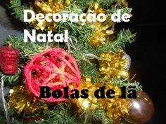 #CHRISTMAS #DIY #BALLS #ORNAMENTS Passo a passo de ornamentos de pendurar na árvore de natal feitos de lã embebecida com uma mistura de água e cola. + ideias no facebook: https://www.facebook...