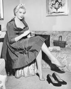 Hollywood Glamour, Hollywood Actresses, Classic Hollywood, Old Hollywood, Debra Kerr, The Sweetest Thing Movie, Celebrity Bodies, Evolution Of Fashion, Sexy Older Women