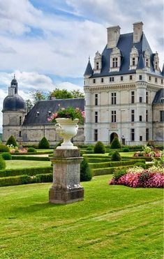 The Chateau of Chambord in the Valley of the Loire, France. My favorite Chateau in the Valley. Beautiful Castles, Beautiful Buildings, Beautiful Homes, Beautiful Places, Places Around The World, The Places Youll Go, Around The Worlds, Belle France, French Castles
