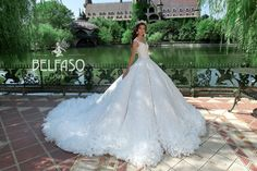 Wellcome to fashion world Belfaso. Luxury Wedding Dress, Walking Down The Aisle, Bridal Dresses, Ball Gowns, Trending Outfits, Wedding Inspiration, Gown Dress, Princess, Formal Dresses