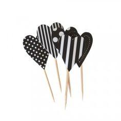 Διακοσμητικά για cupcakes σε σχήμα καρδιάς.