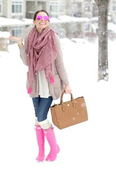cute-outfit-in-pink-hunter-boots- How to rock the hunter rain boots www. Pink Hunter Boots, Hunter Boots Outfit, Hunter Rain Boots, Pink Boots, Snow Outfit, Outfit Jeans, Fall Winter Outfits, Autumn Winter Fashion, Luxury Lingerie