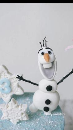 Fondant Cake Designs, Fondant Cake Toppers, Fondant Decorations, Fondant Cakes, Frozen Fondant Cake, Fondant Olaf, Frozen Cake Topper, Fondant Animals Tutorial, Fondant Figures Tutorial