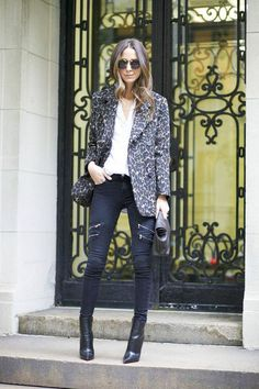 15 Stylish and Easy Ways to Wear Your Skinny Jeans Right Now With an edgy pair of black denim, opt for a jacket or blazer in a graphic pattern or leopard print.  (Something Navy)