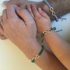 New family bracelets Baby Jewelry, Kids Jewelry, Cute Jewelry, Jewelry Gifts, Jewelery, Unique Jewelry, Kids Bracelets, Beaded Bracelets, Mother Daughter Bracelets