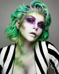 Beetlejuice makeup, Halloween costume makeup // via Looks Halloween, Costume Halloween, Diy Halloween Costumes For Women, Halloween Inspo, Halloween Diy, Halloween Face Makeup, Halloween Nails, Joker Halloween, Halloween Stuff