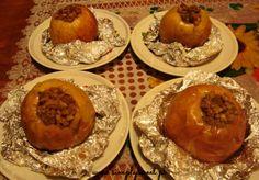 Pieczone jabłka z orzechami i rodzynkami. Przepis na http://simplysweet.pl/?p=1471