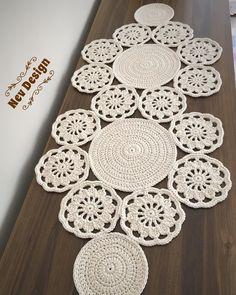 Study In Circles Crochet Motif Table Runner Pattern Crochet Table Runner, Table Runner Pattern, Crochet Tablecloth, Crochet Doilies, Crochet Yarn, Hand Crochet, Crochet Stitches, Crochet Decoration, Crochet Home Decor