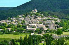 Top 25 des plus beaux villages perchés de France Saint Emilion, Beaux Villages, Destinations, French Countryside, Jolie Photo, Provence, Paris Skyline, Dolores Park, River