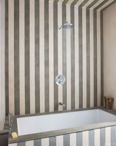 Jean-Louis Denoit  - Alternating strips of French and Portuguese limestone in the bath