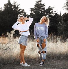 Photography poses for friends bff girls Ideas Photos Bff, Best Friend Pictures, Bff Pictures, Cute Photos, Friend Pics, Tumblr Bff, Summer Outfits, Cute Outfits, Edgy Outfits