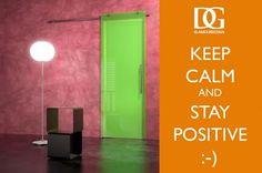 L'ottimista è quella persona che vede luce verde in ogni cosa, mentre un pessimista riesce a solo a vedere le luci rosse degli stop. Il saggio, è daltonico (Albert Schweitzer). In foto: decorazione di una porta in vetro per Glamour Desing /// An optimist is a person who sees a green light everywhere, while a pessimist sees only the red stoplight... the truly wise person is colorblind (Albert Schweitzer). Photo: glass door decoration for Glamour Desing.