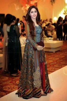 Best Pakistani Fancy Dresses To Wear On Wedding – Pakistani Lawn Suit – Best Wedding Beauty Pakistani Fancy Dresses, Fancy Wedding Dresses, Designer Party Wear Dresses, Pakistani Wedding Outfits, Pakistani Dress Design, Indian Dresses, Pakistani Fashion Casual, Stylish Dresses, Fashion Dresses