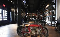 motorcycle shop interior design - Cerca amb Google