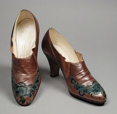 Shoes of pearlized kid leather, early 1930s