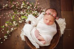 A gorgeous whimsical floral crown made with real dried gypsophillia, natural dried moss and small flowersTies with cream chiffon silkSuitable for newborn to young babyImages by,Polka Dot Umbrella PhotographyJillian Greenhill PhotographyKellie Carter Photography