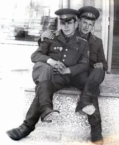 Vintage photographs of gay and lesbian couples and their stories. Couples Vintage, Cute Gay Couples, Vintage Men, Gay Aesthetic, Couple Aesthetic, Gay Mignon, Art Of Man, Hommes Sexy, Men In Uniform