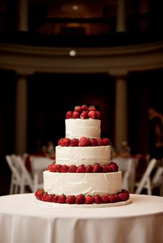 I'm not one for planning a wedding that is imaginary, but this is a very beautiful, very simplistic cake and I love it.
