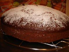Τα κέικ λαδιού είναι καλύτερα να ψήνονται σε ταψάκι, γιατί δεν ξεφορμάρονται εύκολα. Όταν βγει το ταψί από το φούρνο , το τοποθετούμε πάνω σε σχάρα, για να κρυώνει και το κάτω μέρος του. Όταν κρυώσει, το κόβουμε κατευθείαν από το ταψί και σερβίρουμε σε Baked Potato, Beef, Baking, Ethnic Recipes, Desserts, Food, Cakes, Meat, Tailgate Desserts