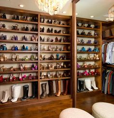 Procrastinators can finally let out a collective sigh of relief because these tips will make de-cluttering your closet a breeze.