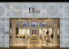 """A nova loja da Dior no Cidade Jardim tem fachada em vidro que emula o """"Cannage"""", famoso tecido da marca"""