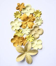 leather flower  set di TrivialFashion su Etsy