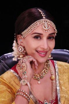 Madhuri Dixit recreates Madhubala's look 2018 Indian Actress Pics, Beautiful Indian Actress, Indian Actresses, Beautiful Blonde Girl, Madhuri Dixit, Retro Look, Indian Beauty, Bollywood Actress, Girl Pictures