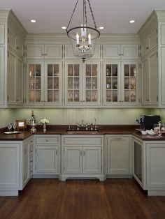 Awesome Georgian Kitchen Style Ideas For Your Amazing Home 29 Traditional Kitchen Design, Georgian Interiors, Interior Design Kitchen, Traditional Interior Design, Kitchen Style, New Kitchen Cabinets, Georgian Kitchen, Kitchen Renovation, Kitchen Design