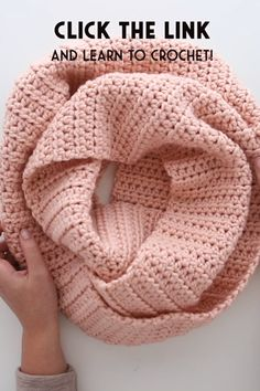 Learn to Crochet a Scarf No experience needed for this free video tutorial We ll make a simple scarf that s great for gifts freepattern crochetscarf Best Picture For crochet videos projects Diy Crochet Scarf, Crochet Scarf Tutorial, Crochet Infinity Scarf Pattern, Crochet Scarf For Beginners, Crochet Scarves, Crochet Hats, Knit Crochet, Crochet Rope, Easy Crochet Scarf Patterns