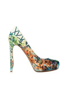 Nicholas Kirkwood wins the BFC/Vogue Designer Fashion Fund 2013 prize