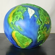 planet earth cake Map Cake, Globe Cake, Earth Cake, Planet Cake, Luxury Cake, Disney Pixar Up, Occasion Cakes, Cupcake Cakes, Cupcakes