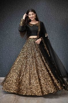 Party Wear Indian Dresses, Indian Fashion Dresses, Designer Party Wear Dresses, Indian Gowns Dresses, Indian Bridal Outfits, Party Wear Lehenga, Dress Indian Style, Indian Designer Outfits, Bridal Anarkali Suits