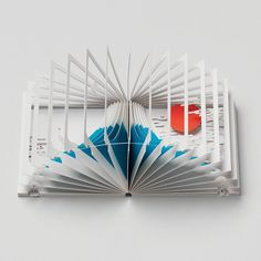 Drawing on both art and architecture, the award-winning 360° Book allows the reader to get a 3D, panoramic view of Mt. Fuji, illustrated by Yusuke Oono.  This c