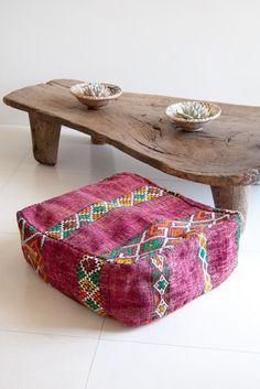 Natural wood with colourful pouf Home Design, Design Design, Objet Deco Design, Moroccan Pouf, Moroccan Tiles, Moroccan Decor, Deco Boheme, Meditation Space, Meditation Cushion