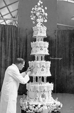 The Royal Wedding Cake - Queen Elizabeth and Prince Phillip