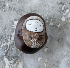 Jizo Bodhisattva with a Lotus Flower, painted on a dried Horse Chestnut (Aesculus hippocastanum) Autumn Crafts, Nature Crafts, Diy For Kids, Crafts For Kids, Diy And Crafts, Arts And Crafts, Glands, Conkers, Fall Diy