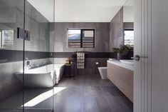 Salle de bain avec carrelage gris anthracite