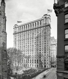 """Manhattan circa 1906. """"Trinity Building and Broadway, New York."""" Along with Trinity Church cemetery and its Independence Memorial Spire"""