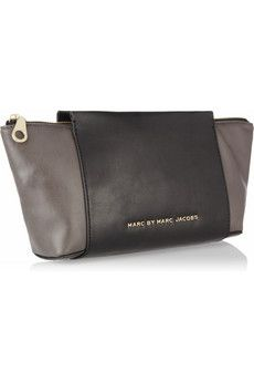 Adore this Marc by Marc Jacobs Burg Boxer two-tone clutch. Love this silhouette!